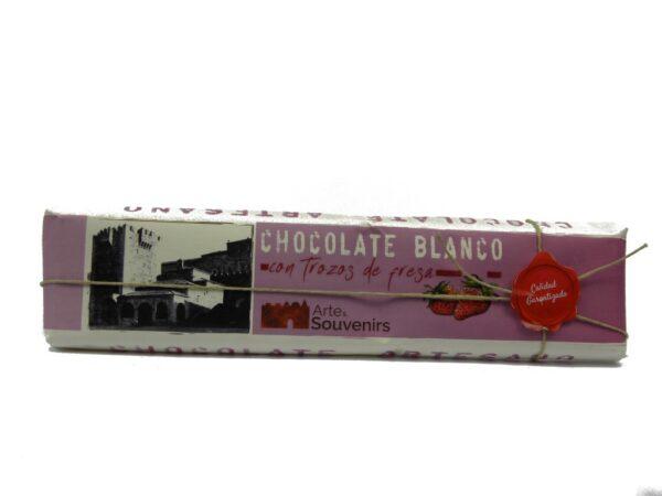 chocolate blanco con trozos de fresa