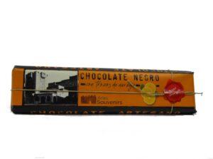 chocolate negro con trozos de naranja