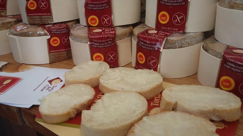 Torta del Casar pide al consumidor apoyo para los pequeños ganaderos y queseros